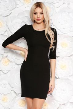 Szűk szabású háromnegyedes ujjú fekete ruha