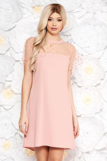 Bő szabású rózsaszínű ruha rövid, átlátszó ujjakkal