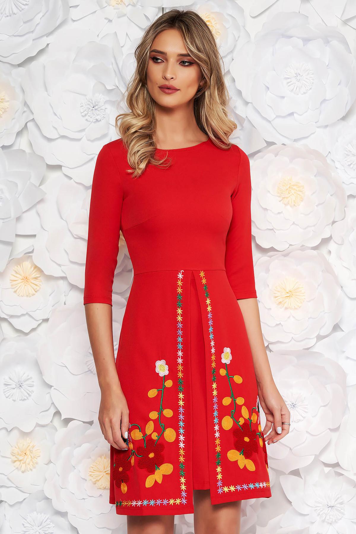 a429ba5f1c Piros SunShine hétköznapi a-vonalú ruha enyhén rugalmas anyag hímzett  betétekkel